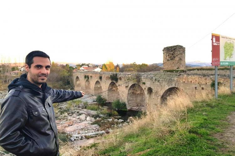 Carlos Javier Salgado Fuentes junto al Puente del Congosto