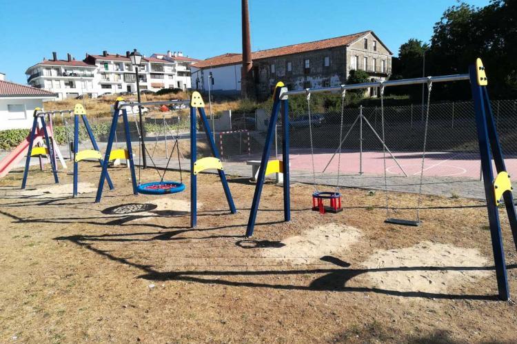 Columpios instalados en Puerto de Béjar