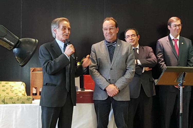 Ramón Hernández junto a José Luís Martín Sánchez en la entrega del galardón