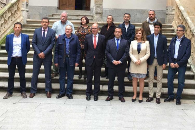 Representantes municipales reunidos en la Diputación de Salamanca