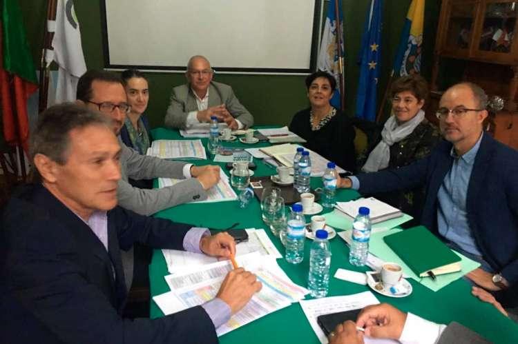 Reunión de la mesa en Portugal