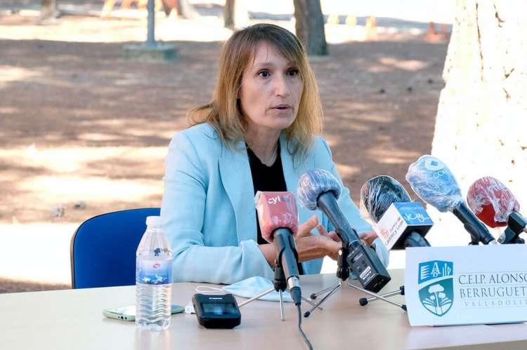 Rocío Lucas durante una rueda de prensa en Valladolid