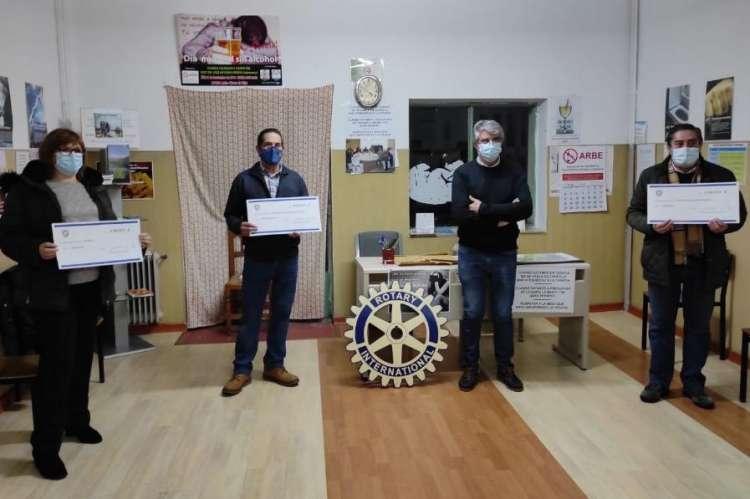 Rotarios de Béjar durante la entrega de donativos