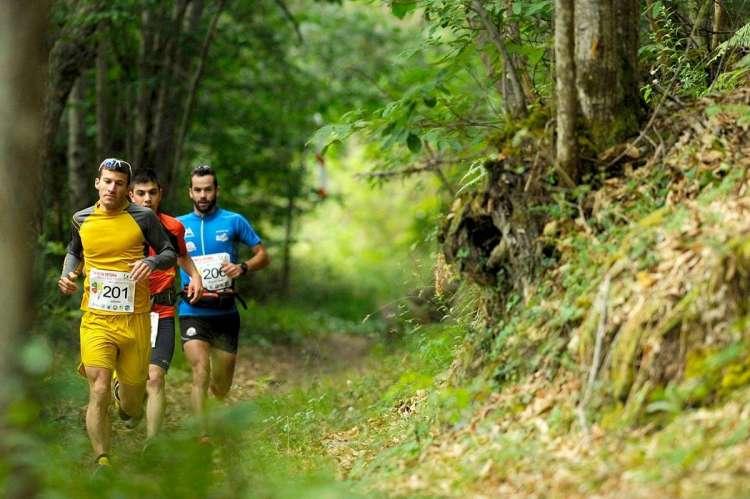 Varios corredores durante la pasada edición de la Ruta Vetona