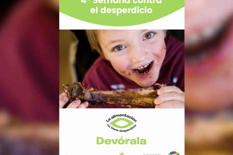Cartel con una cara de un niño, texto promocional y logos