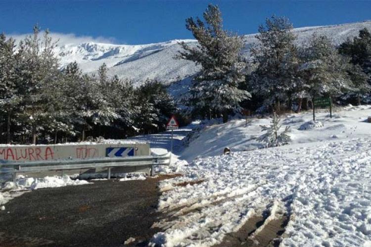 Nieve en la carretera de El Travieso