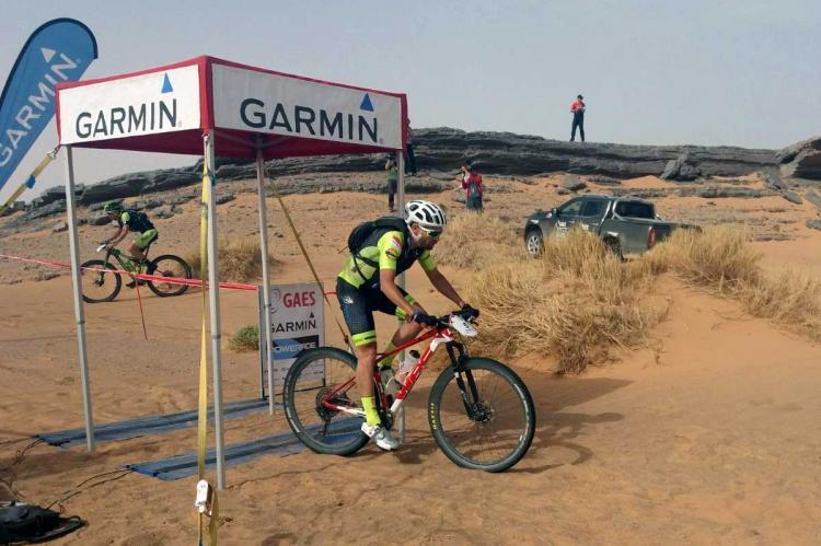 Moisés Dueñas pasando uno de los puntos de control de la 5ª etapa de la Titan Desert