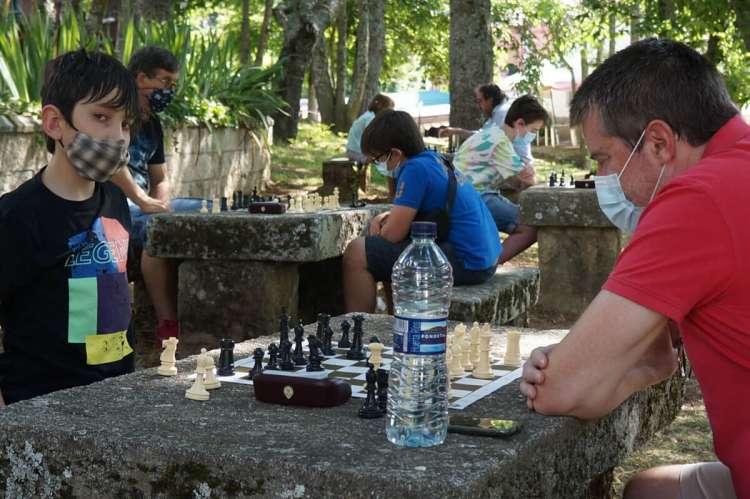 Varios jugadores durante una partida de Ajedrez