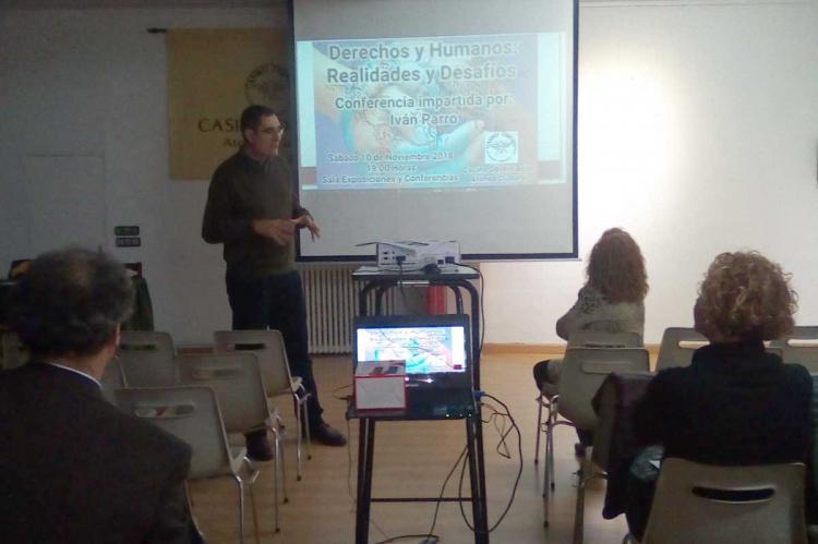 Iván Parro durante su conferencia en el Casino Obrero