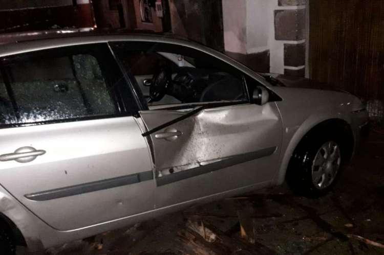 Daños del temporal en un vehículo