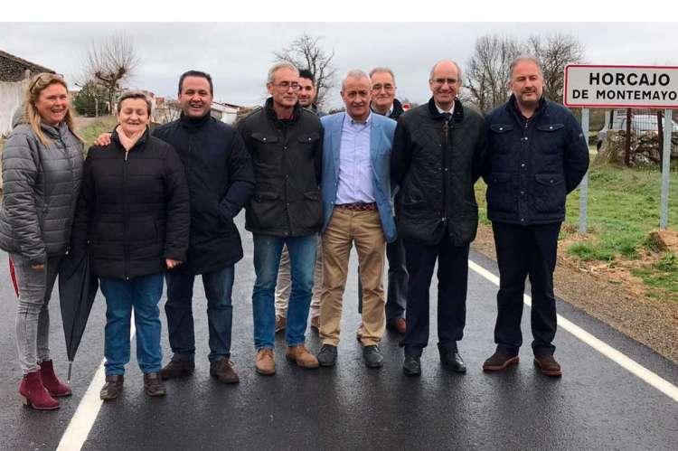 Visita institucional (inauguración) nuevo tramo de carretera arreglada