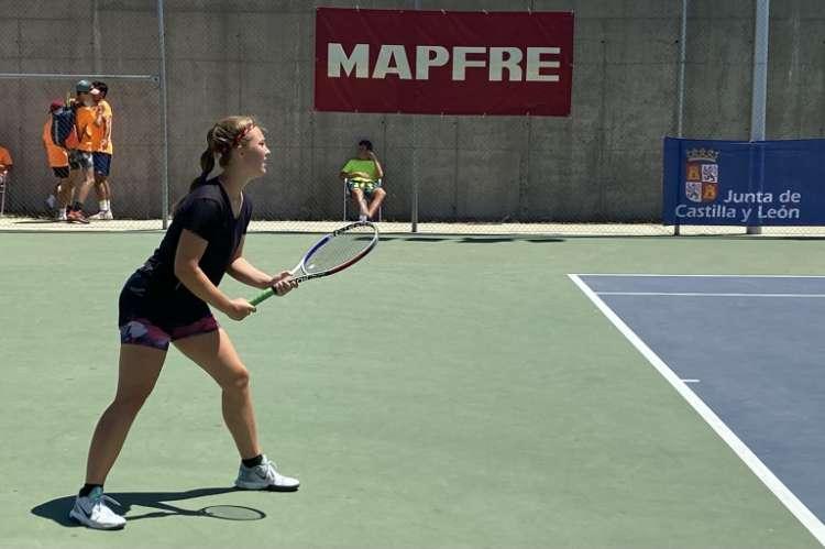 Jugadora de tenis durante un encuentro