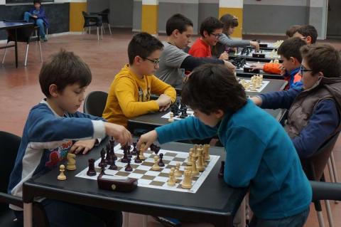Aimar Vázquez en primer término jugando en el torneo