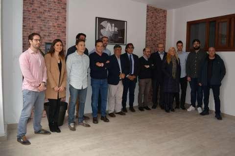 Alcalde y concejales, junto a representantes del proyecto