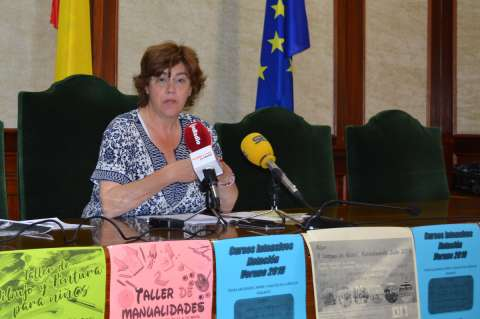 Maria Elena Martín Vázquez Presenta actividades de verano