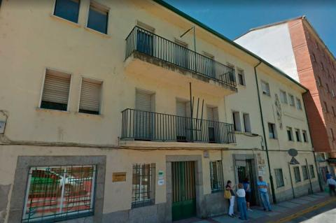 Fachada del edificio de alcohólicos rehabilitados y otras dependencias