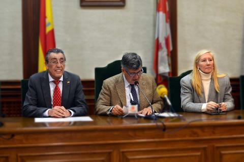 Bienvenido Mena, Alejo Riñones y Mº Castañar Rodilla durante la rueda de prensa