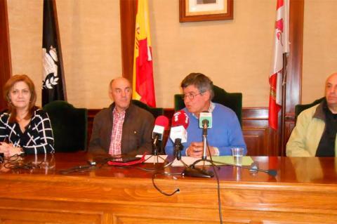 Alejandro Romero  (Edil que renuncia) Junto a Alejo Riñones y parte del equipo de gobierno de la pasada legislatura