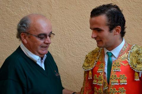 Álvarez Monteserín junto a un torero