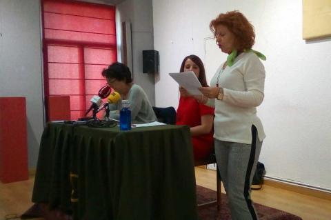 Carmen Carpio junto a Emma Kunst y Esther Batuecas durante la presentación de los resultados del proyecto en el Casino Obrero de Béjar