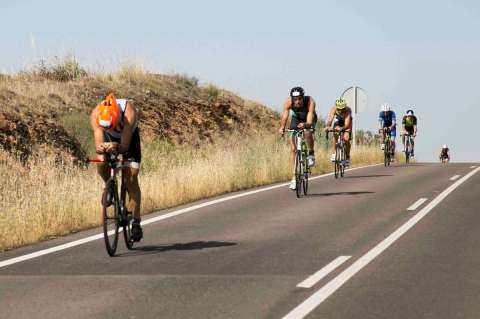 Ciclistas en una carretera