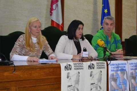 Mª del Castañar Rodilla, Raquel González y José Luis García durante la presentación de la actividad en el Ayuntamiento de Béjar
