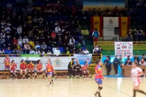 Momento del partido España Polonia de balonmano disputado en Béjar