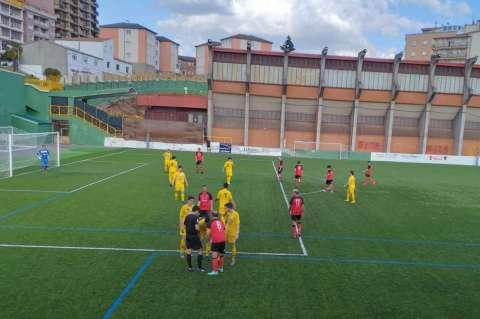 Un momento del partido entre el Béjar Industrial y el CD Onzonilla