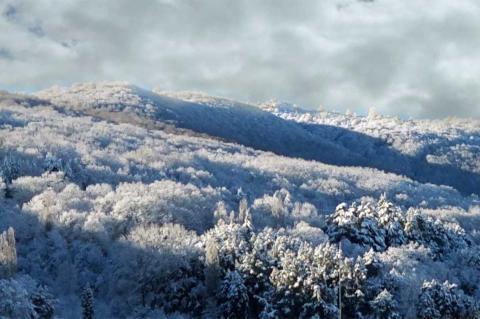 Vista de la zona de la Peña de la Cruz nevada. Foto tomada en abril de 1028
