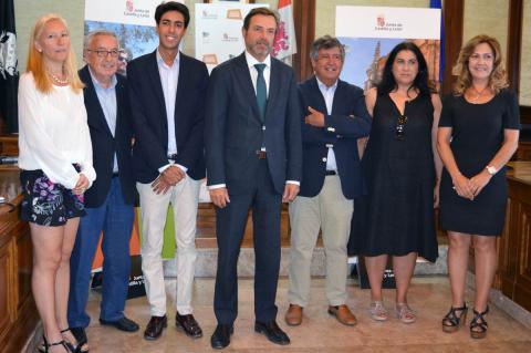 Javier Ramírez y Francisco Gallego junto al alcalde de Béjar y concejales
