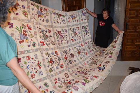 Imagen de bordados y bordadoras serranas