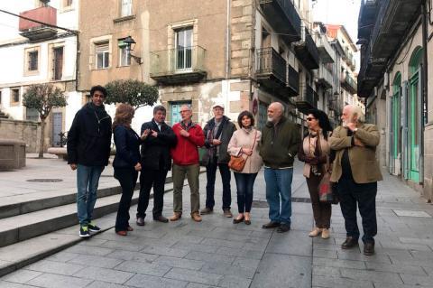 Autoridades y artistas durante la presentación del proyecto en la Calle Mayor