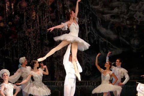 Kyiv Classic Ballet - El Cascanuces