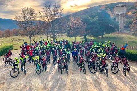 Convivencia escuelas de ciclismo en Llano Alto
