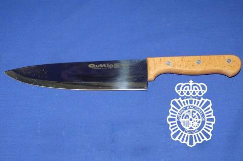 Cuchillo con el que se produjeron las heridas en la mujer