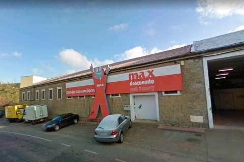 Fachada del establecimiento Max Descuento que cierra sus puertas en Béjar