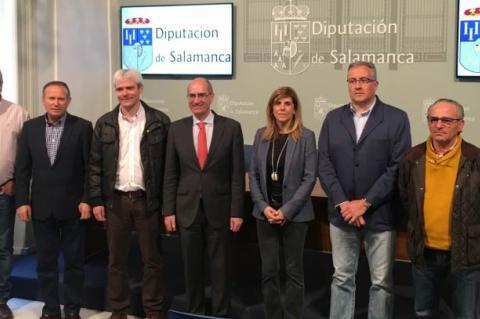 Javier Iglesias junto a los representantes de los Grupos de Acción Local de la provincia de Salamanca