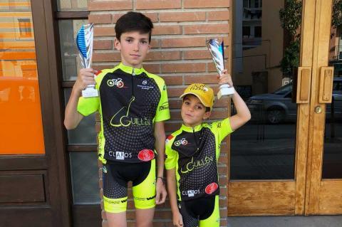 David Martin yJorge Hernández con los trofeos conseguidos