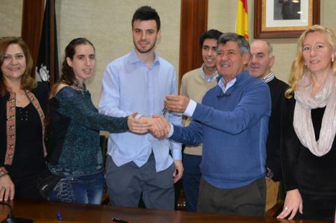 Alcalde y concejales de Béjar junto a los integrantes de Educatibot