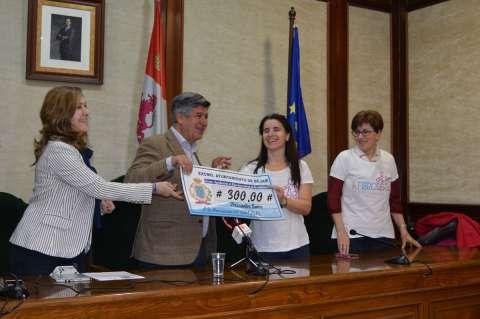 Momento de la entrega del cheque de 300 euros