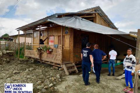 Entrega de viviendas solidarias en  Ecuador