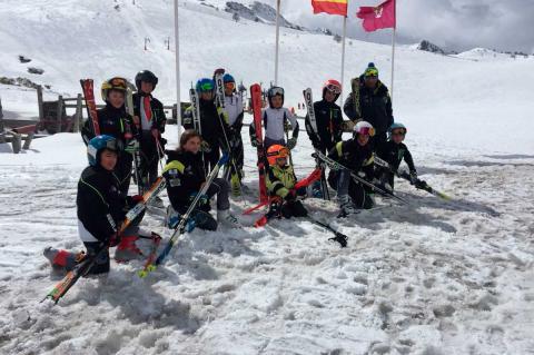 Equipo Alevin del  club de Esquí La covatilla