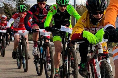 Ciclistas durante la carrera disputada en Soto de Cerrato