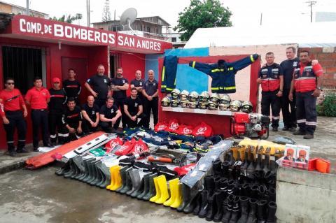 Manuel Gallego entre el equipo desplazado a Ecuador, Imagen BUSF