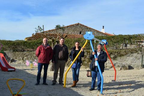 Inauguración parque infantil en Fuentebuena