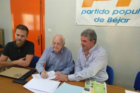 Firma del acuerdo entre IndusBéjar y el Ayuntamiento de Lagunilla