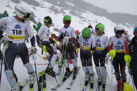 Infantiles del club de esquí la Covatilla
