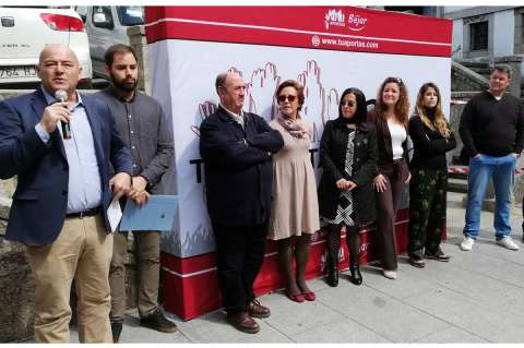 Javier Garrido junto a parte de la candidatura de Tu Aportas