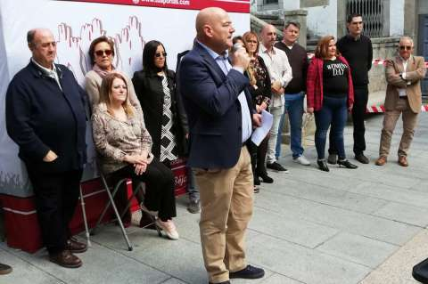 Javier Garrido, portavoz de Tú Aportas Béjar durante la presentación de la candidatura a las municipales de Béjar