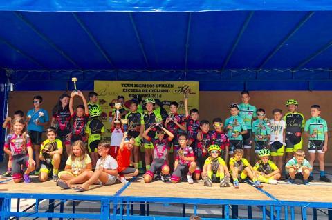 Participantes de la Copa de Ciclismo de Ledrada en el podium